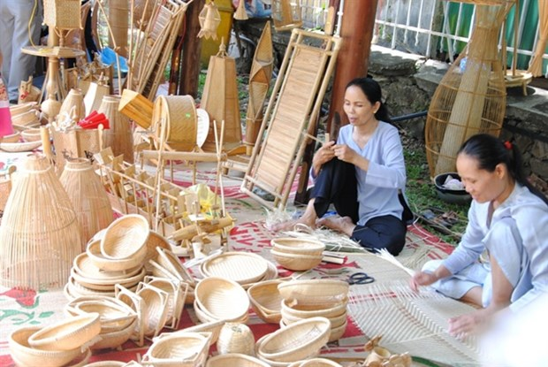 Over 350 artisans to show off skills at Hue Traditional Craft Festival hinh anh 1