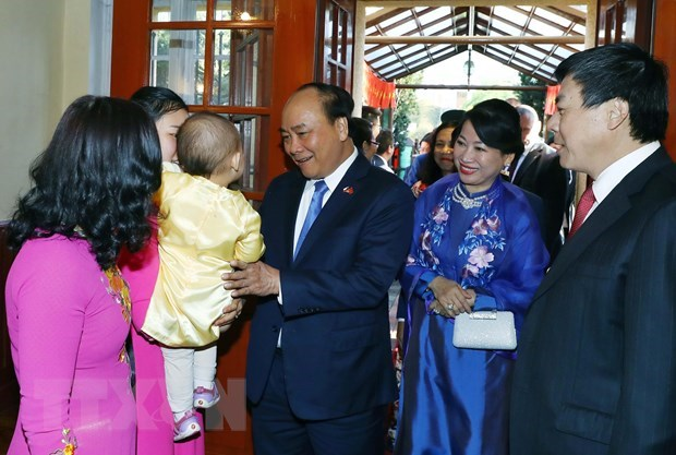 Prime Minister meets overseas Vietnamese in Europe hinh anh 3