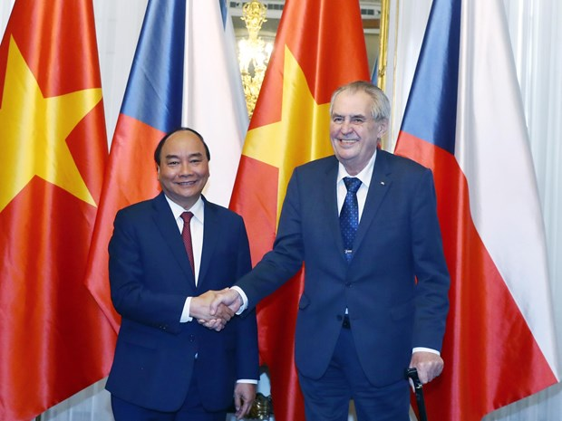 PM Phuc calls for stronger Vietnam-Czech ties in potential fields hinh anh 1