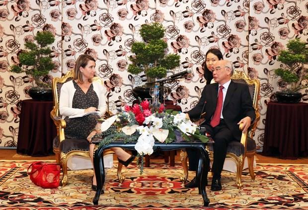 US legislative assistants visit HCM City hinh anh 1