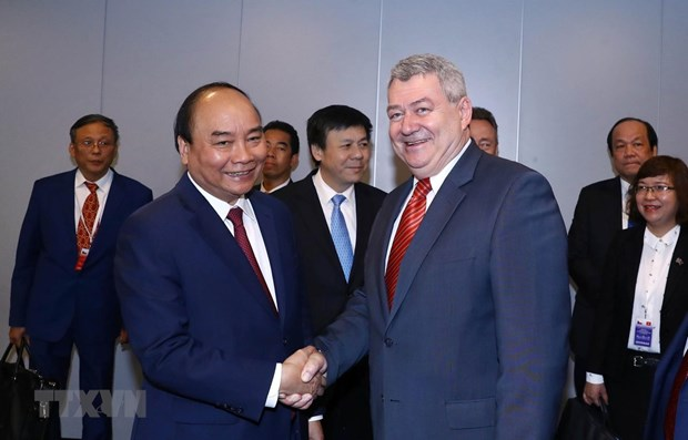 PM meets Communist Party of Bohemia and Moravia leader in Prague hinh anh 1