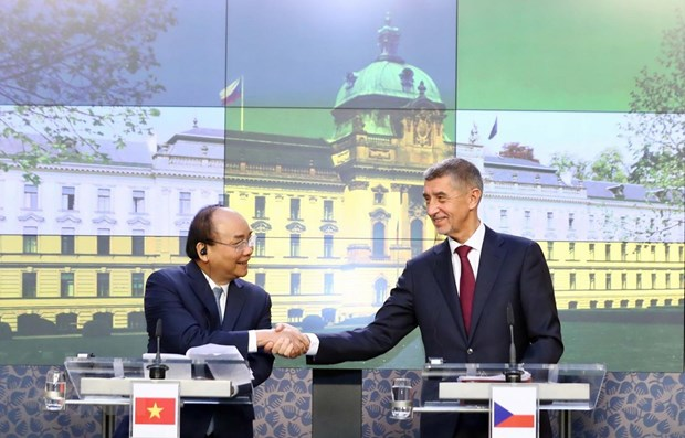 Vietnam looks to broader cooperation with Romania, Czech hinh anh 1