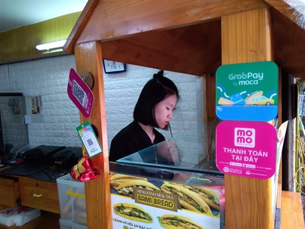 Telecoms firms ready for mobile money service hinh anh 1