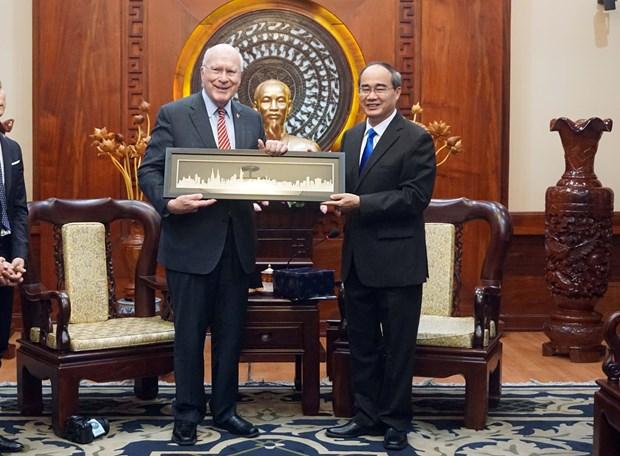 US Senate delegation welcomed in HCM City hinh anh 1