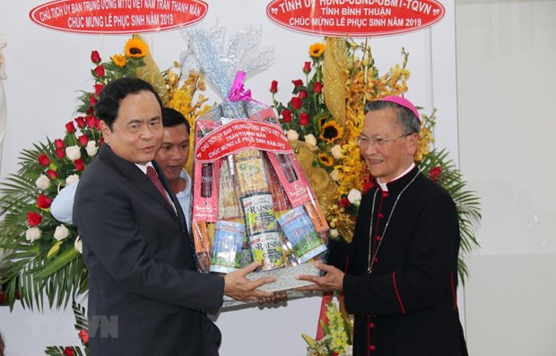 Front leader extends Easter greetings to Phan Thiet Diocese hinh anh 1