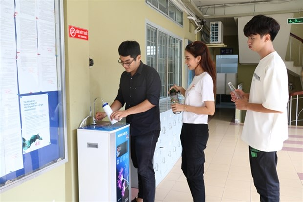 Schools, colleges begin reducing use of plastics hinh anh 1