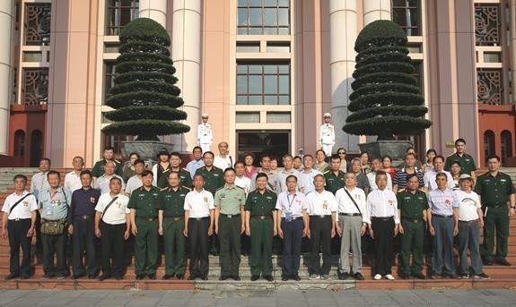 Chinese veterans, martyrs' relatives visit Vietnam hinh anh 1