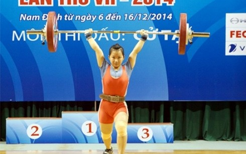 Weightlifter wins three golds at Asian tourney hinh anh 1