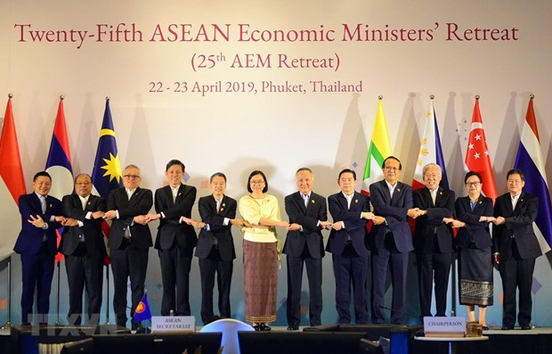 ASEAN economic ministers discuss RCEP negotiations, ASW completion hinh anh 1