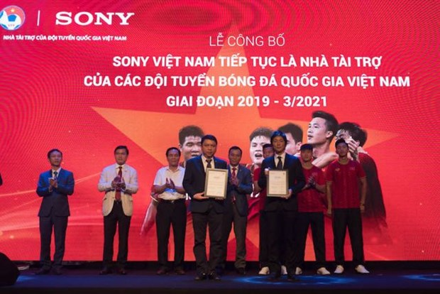 Sony to continue sponsorship for national football teams hinh anh 1