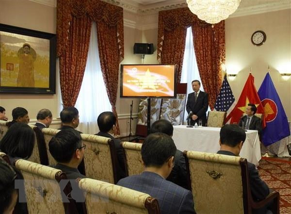 Public Security Minister meets Vietnam embassy staff in US hinh anh 1