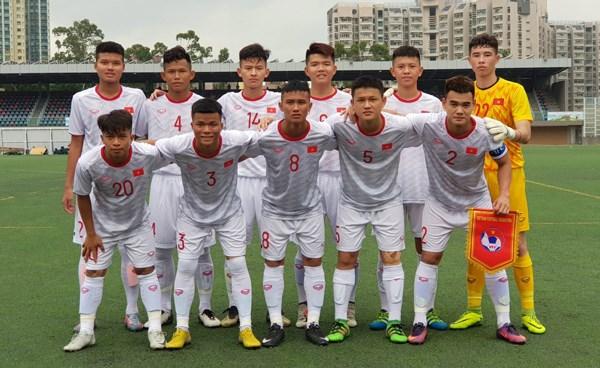 Vietnam finish second at Hong Kong U18 Football Tournament hinh anh 1
