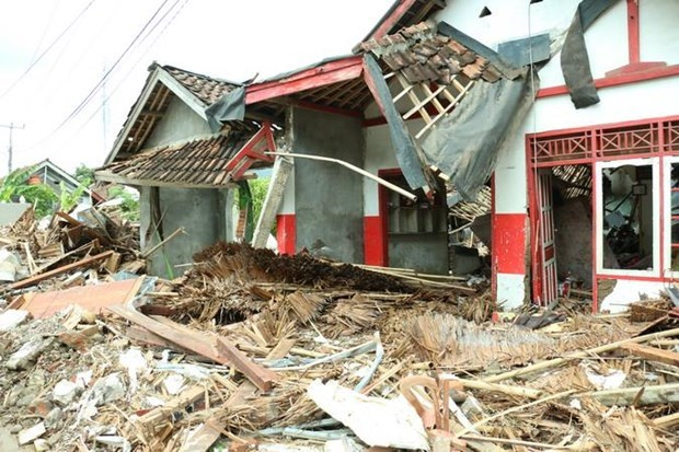 5.8-magnitude earthquake shakes Indonesia hinh anh 1