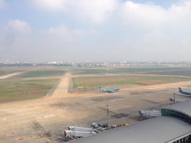 Aviation authority, France firm study upgrading Noi Bai int'l airport hinh anh 1