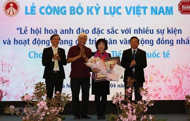 Cherry blossom festival makes Vietnam record hinh anh 1