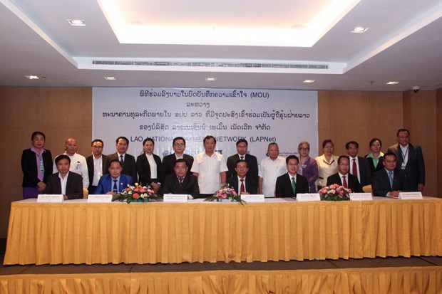 Lao banks join hands to boost payment system hinh anh 1