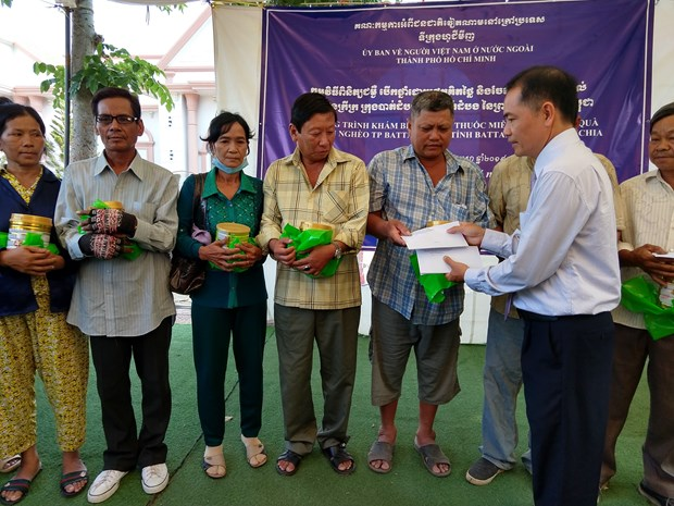 HCM City extends helping hand to the poor in Cambodia hinh anh 1