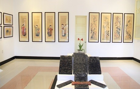 Exhibition spotlights traditional folk paintings hinh anh 1