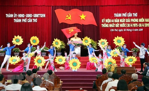 NA Chairwoman joins Can Tho's liberation celebration hinh anh 2