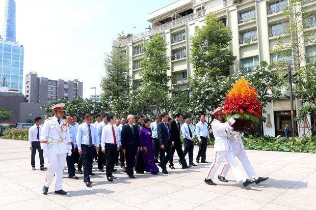 HCM City leaders pay tribute to war martyrs hinh anh 1