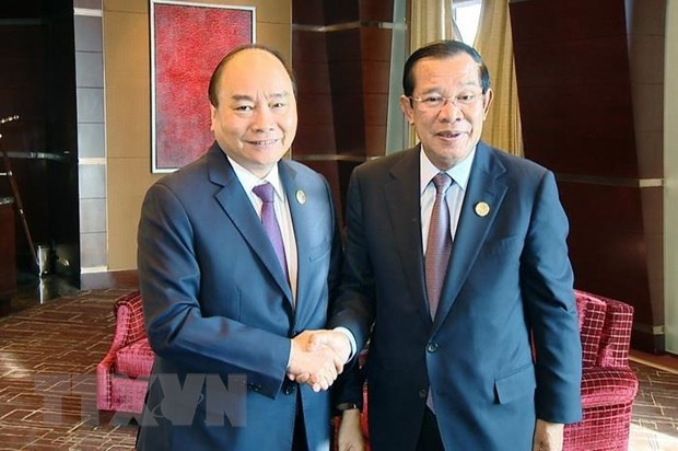 PM meets Cambodian counterpart on Belt &Road Forum sidelines hinh anh 1