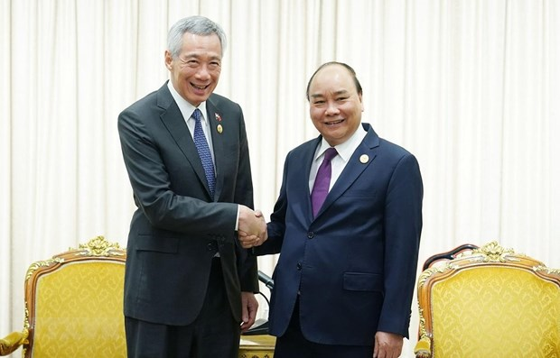 PM wishes to raise two-way trade with Singapore hinh anh 1