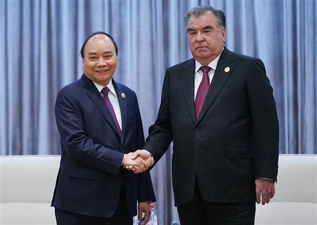 PM meets Tajikistani President in Beijing hinh anh 1