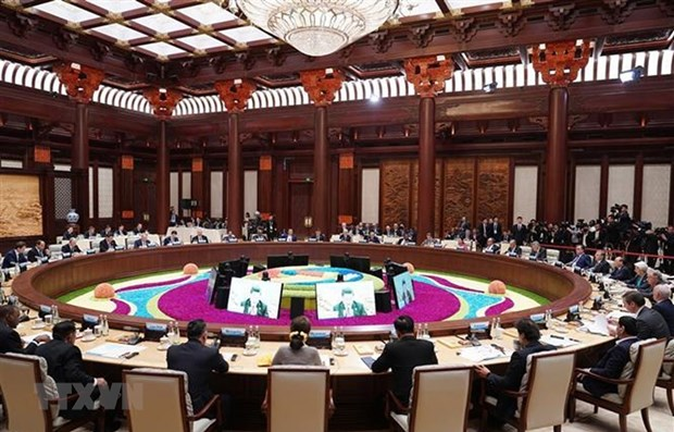 PM attends leaders' roundtable meeting of 2nd Belt and Road Forum hinh anh 1