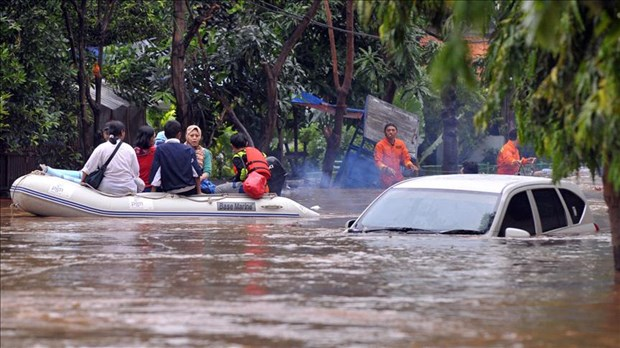 At least 10 dead in Indonesia flooding hinh anh 1