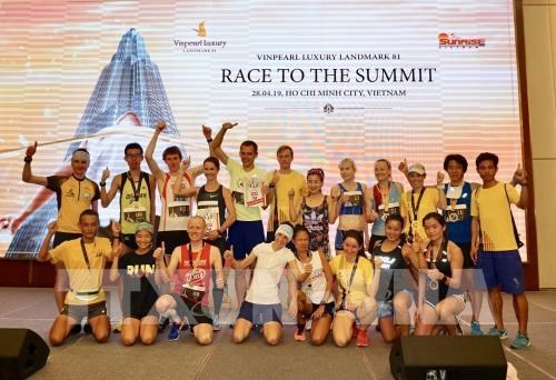 HCM City: over 700 runners conquer 81-storey skyscraper hinh anh 1