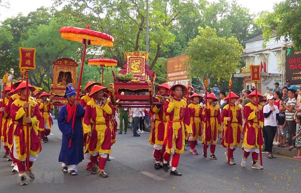 Hue Traditional Craft Festival: patrons of all crafts commemorated hinh anh 1
