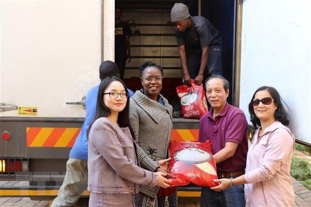 Vietnam sends relief aid to Zimbabwe cyclone victims hinh anh 1