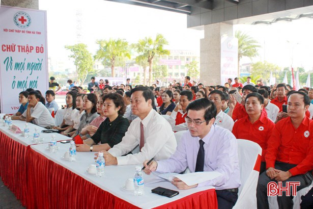 Humanitarian month launched in central Ha Tinh province hinh anh 1