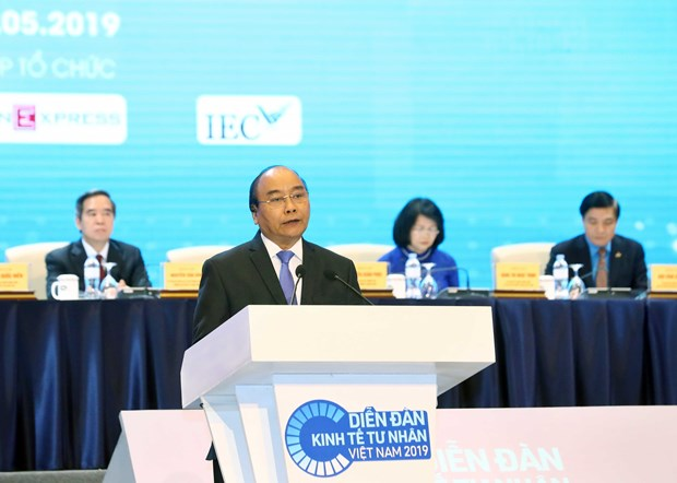 PM urges firms to grasp opportunities arising from technology hinh anh 1