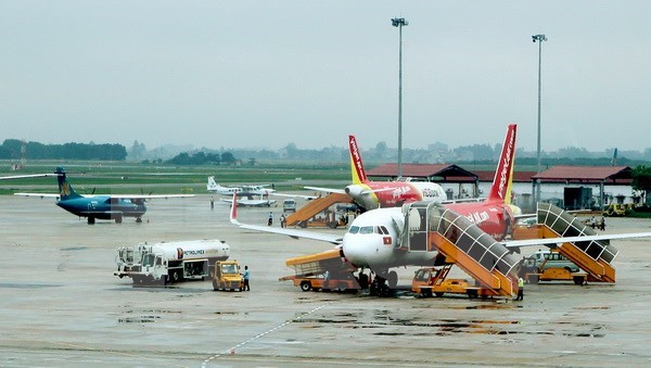 Over 4,200 flights delayed, cancelled in April hinh anh 1