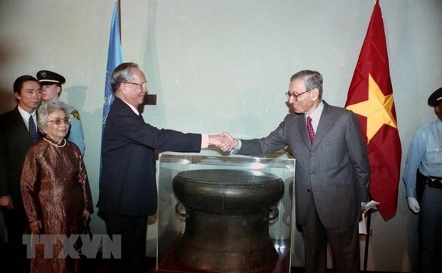 Former President Le Duc Anh's contributions grab international headlines hinh anh 1