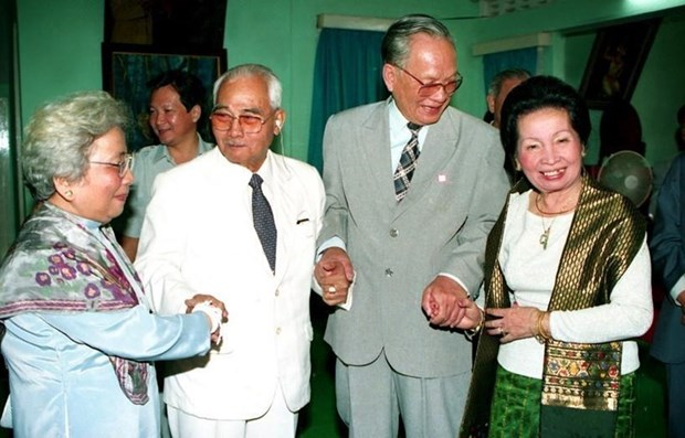 Lao leaders pay tribute to former Vietnamese President Le Duc Anh hinh anh 1