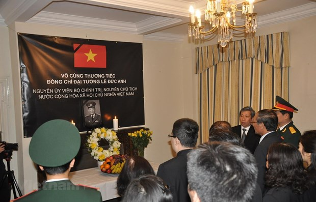 Foreign officials pay homage to former President in UK, France hinh anh 1