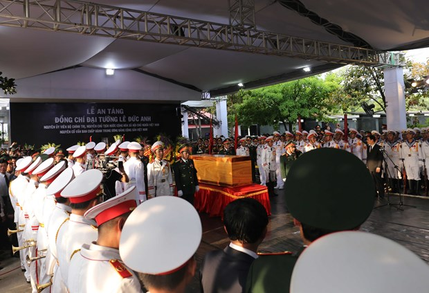 Former President Le Duc Anh laid to rest in HCM City hinh anh 1
