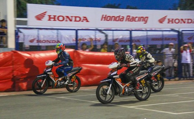Motor racers to compete in national champs' stage 2 in Hanoi hinh anh 1