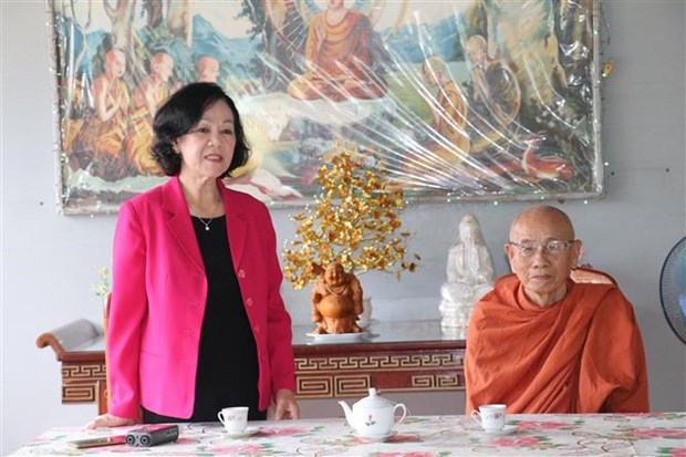 Party official visits Buddhists in southern localities hinh anh 1