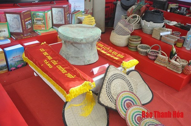Exhibition spotlights Thanh Hoa province's development hinh anh 1