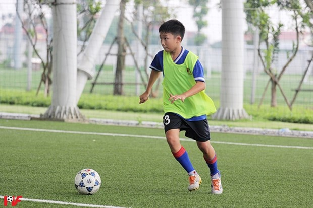 Young players, coach to attend Madrid's Football for Friendship Academy hinh anh 1