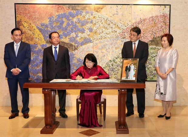 Vice President congratulates new Japanese emperor hinh anh 1