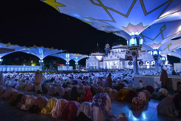 Muslim followers in Indonesia start Ramadan fasting month hinh anh 1