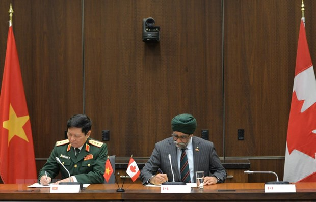 Vietnam, Canada eye stronger defence ties hinh anh 1