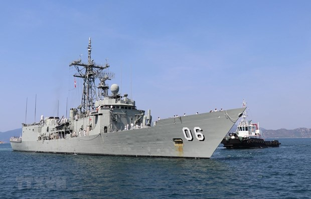 Australian royal naval ships make port call in Khanh Hoa province hinh anh 1