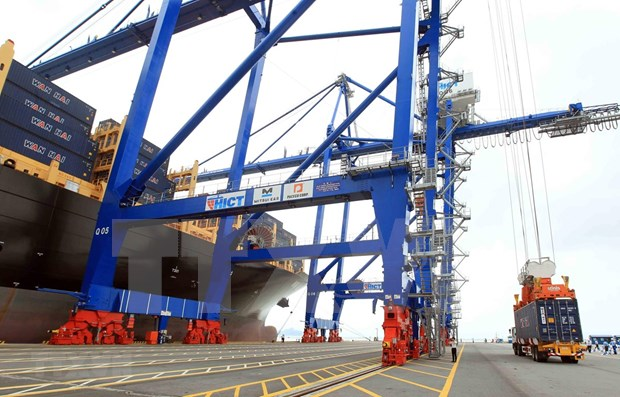 Hai Phong int'l terminal welcomes first container ship hinh anh 1