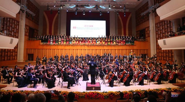 Belgian conductor to lead Vietnamese choir at concert hinh anh 1
