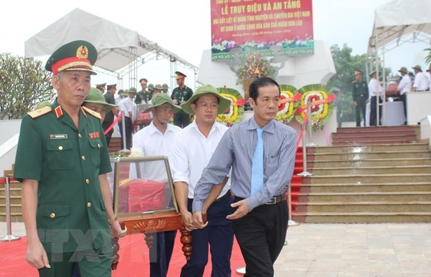 Quang Binh lays martyrs in Laos to rest hinh anh 1
